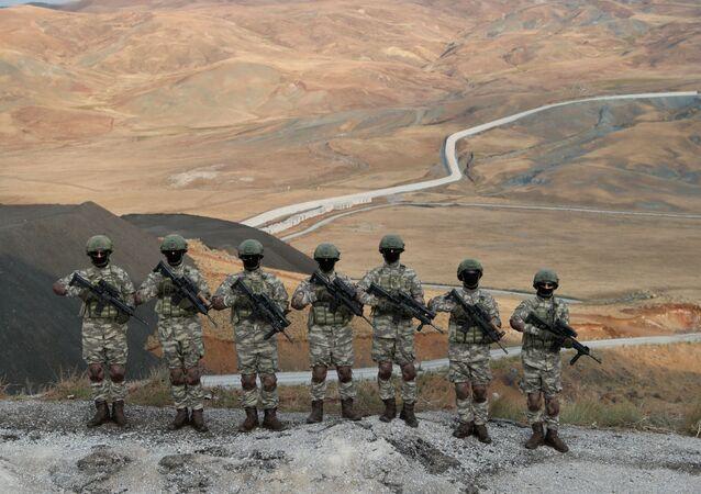 انتشار قوات الجيش التركي لتأمين الحدود مع إيران، لمنع وصول موجة من اللاجئين من أفغانستان، 21 أغسطس 2021