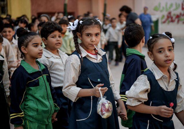 تلاميذ خلال استراحة في مدرسة مهابة في عزبة النحل في القاهرة، مصر 13 أكتوبر 2018