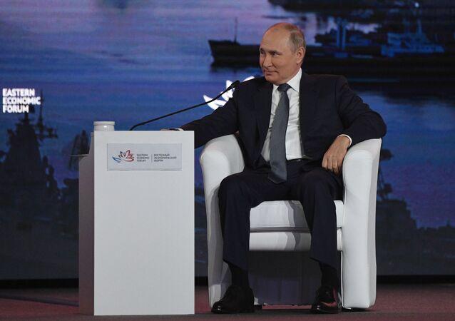 الرئيس الروسي فلاديمير بوتين خلال مشاركته في المنتدى الاقتصادي الشرقي