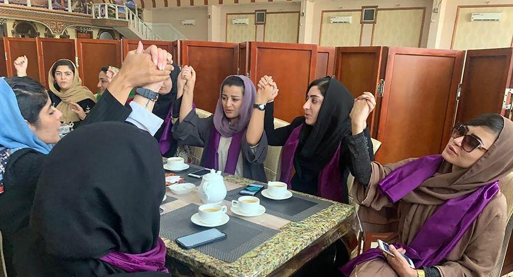 نساء أفغانيات يطالبن بحقوقهن في ظل حكم حركة طالبان بعد السيطرة على كابول