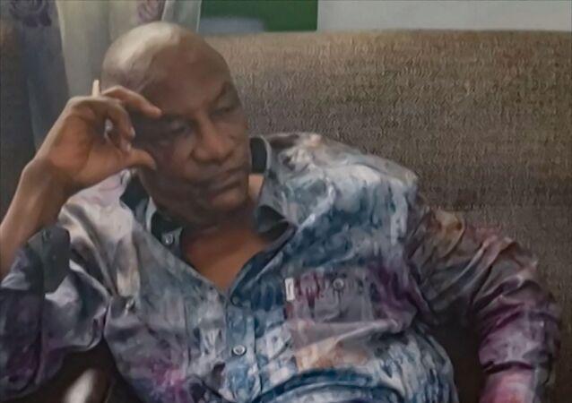 الرئيس الغيني ألفا كوندي بعد اعتقاله من قبل قوات خاصة قامت بانقلاب عسكري في غينيا