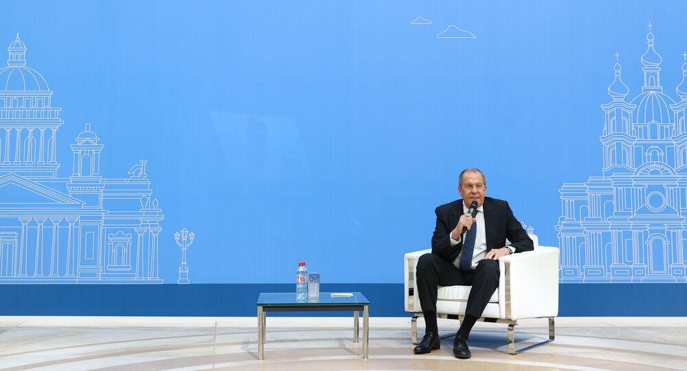 وزير الخارجية الروسي سيرغي لافروف أثناء رحلة عمل إلى مدينة سان بطرسبورغ، روسيا 6 سبتمبر 2021