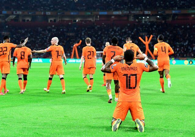 هولندا تسحق تركيا بنصف دستة أهداف