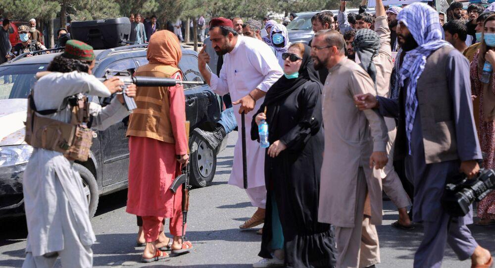 عناصر من حركة طالبان تخرج إلى شوارع كابول لفض المظاهرات المناهضة لها، أفغانستان 7 سبتمبر 2021