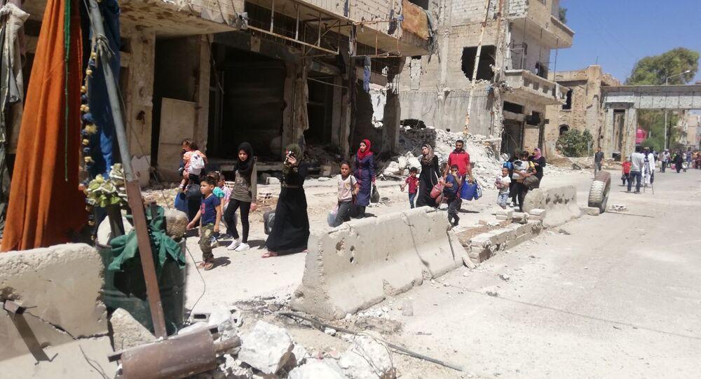 أهالي (درعا البلد) يعودون لمنازلهم مع استمرار الجيش السوري بتمشيط الحي