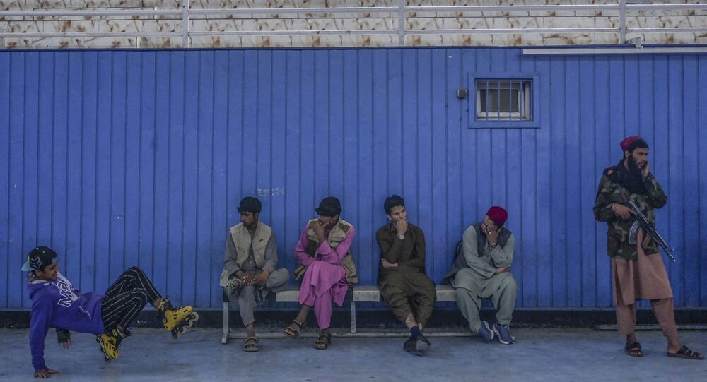 زيارة مدير التربية البدنية والرياضة بحركة طالبان بشير أحمد رستمزاي لصالة رياضية في كابول، أفغانستان 14 سبتمبر 2021