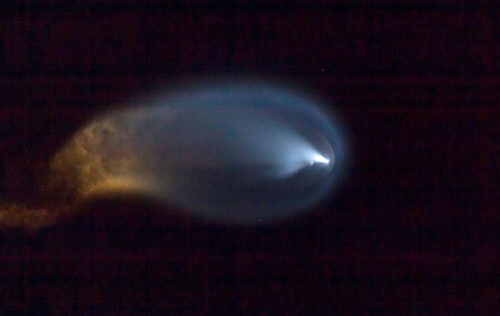 طاقم Inspiration4 المكون من كريس سيمبروسكي وسيان بروكتور وجاريد إيزاكمان وهايلي أرسينو، أول طاقم مدني يسافر على متن صاروخ سبايس إكس فالكون 9 إلى الفضاء، فلوريدا، الولايات المتحدة 15 سبتمبر 2021