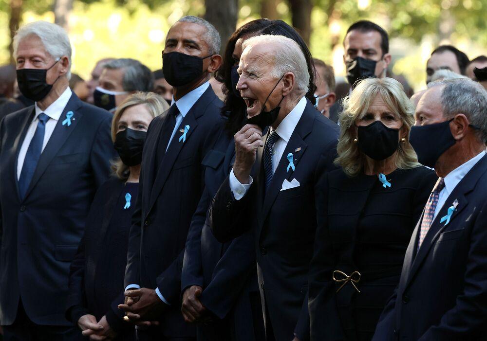 الرئيس الأمريكي جو بايدن، وسط زعماء أمريكيين سابقين في مراسم تأبين ضحايا هجمات 11 سبتمبر/ أيلول 2001 الإرهابية في نيويورك.
