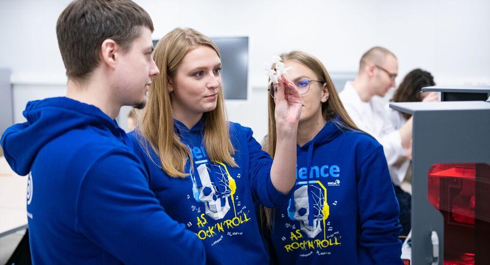 العلماء الروس يبتكرون تقنية الزرع الجراحي ذاتية المحاذاة، روسيا