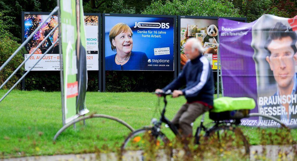 لافتات عليها مستشارة ألمانيا أنجيلا ميركل قبل انتخابات 26 سبتمبر، ألمانيا، 16 سبتمبر 2021.