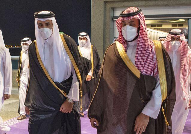ولي العهد السعودي، الأمير محمد بن سلمان، مع أمير قطر، الشيخ تميم بن حمد آل ثاني