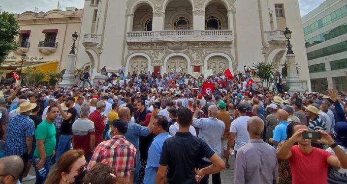 وقفة احتجاجية رافضة لقرارات الرئيس التونسي
