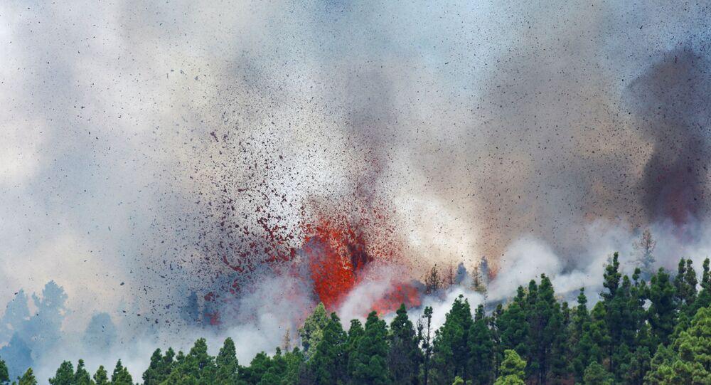 بركان جبل كمبر فيجا في جزيرة لا بالما الإسبانية بالمحيط الأطلسي، 19 سبتمبر 2021