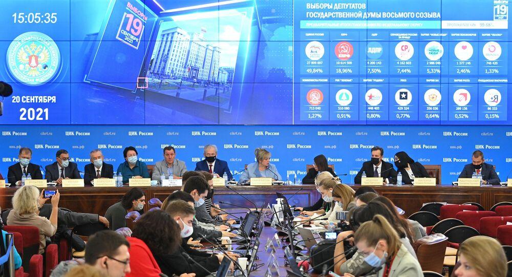 فرز الأصوات في انتخابات مجلس الدوما الروسي وإعلان النتائج الأولية، موسكو، روسيا 20 سبتمبر 2021