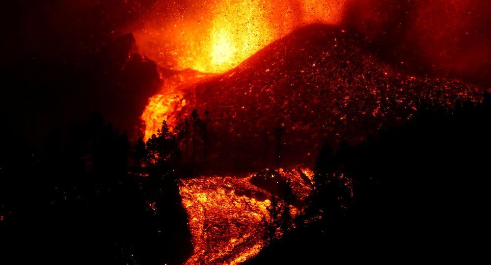 حمم بركان جزيرة لا بالما الإسبانية