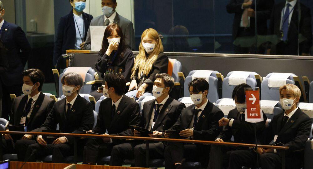 أعضاء فريق بي تي إس الغنائي الكوري في الجمعية العامة للأمم المتحدة، 20 سبتمبر/ أيلول 2021