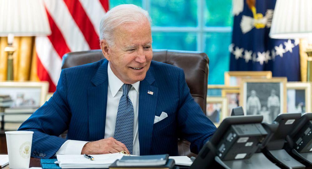 الرئيس الأمريكي جو بايدن يتحدث إلى نظيره الفرنسي إيمانويل ماكرون عبر الهاتف، واشنطن، الولايات المتحدة الأمريكية 22 سبتمبر 2021