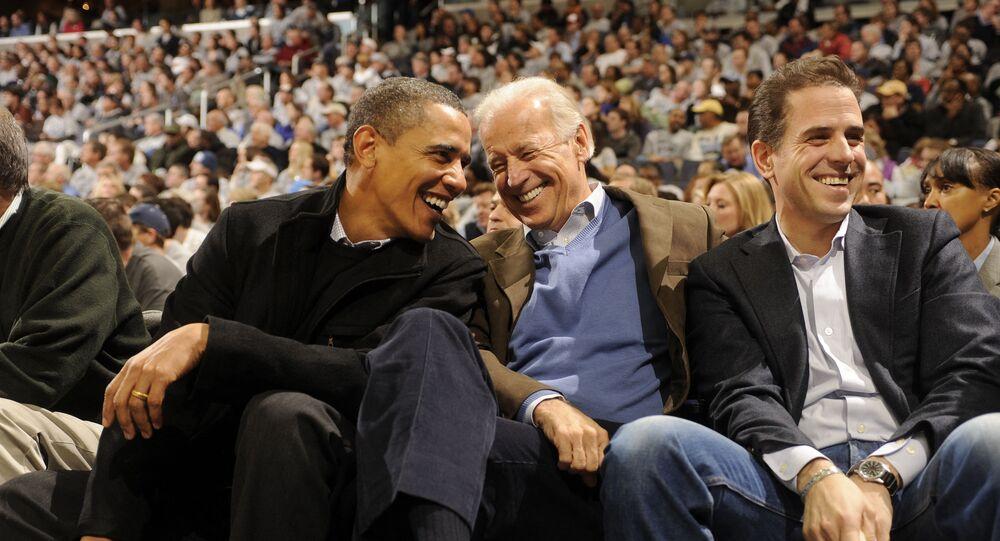 هانتر بايدن مع والده الرئيس الأمريكي، جو بايدن، والرئيس الأمريكي الأسبق، باراك أوباما