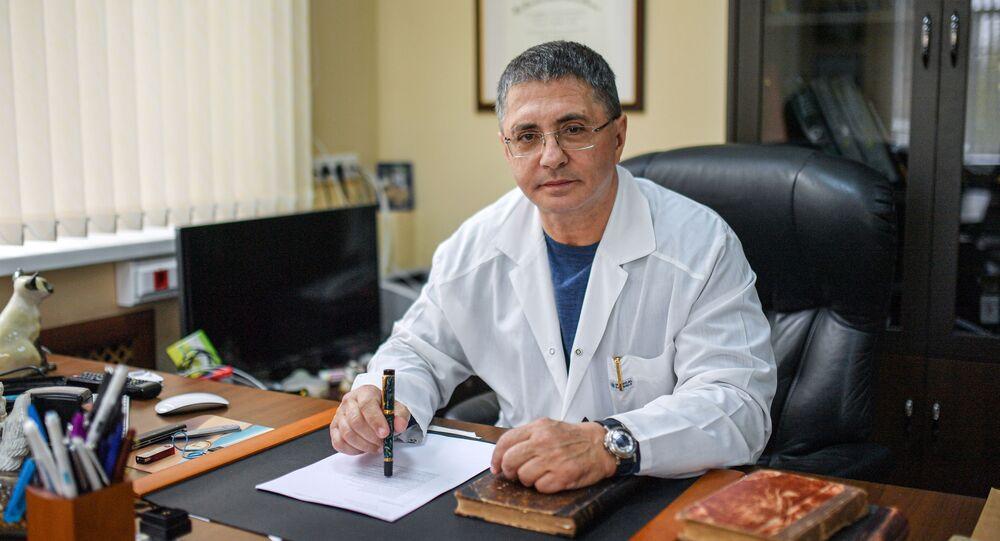 الطبيب والمقدم التلفزيوني الروسي ألكسندر مياسنيكوف
