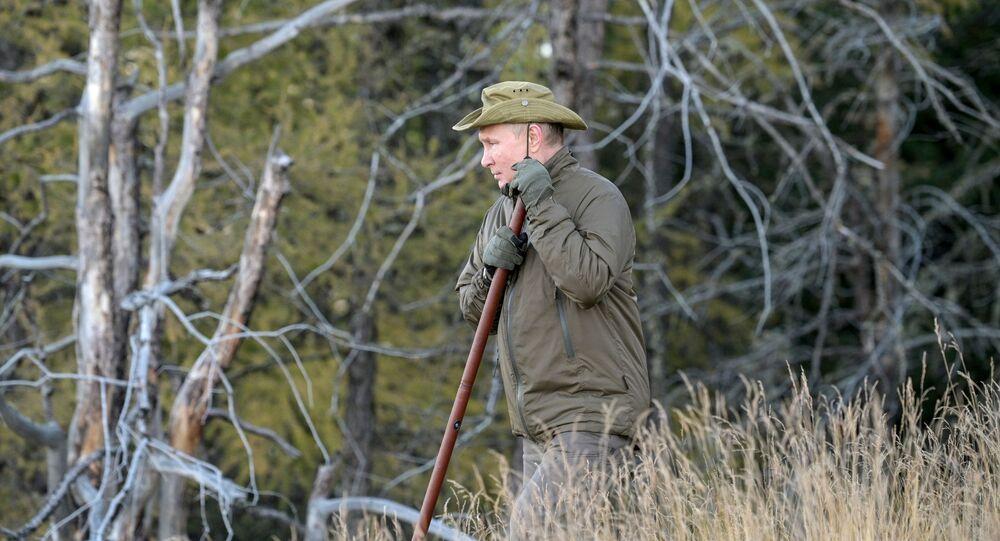 بوتين يتنزه في غابات التايغا خلال إجازته