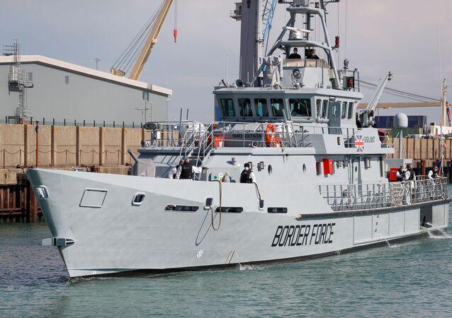 سفينة بريطانية ترسو في بحر المانش