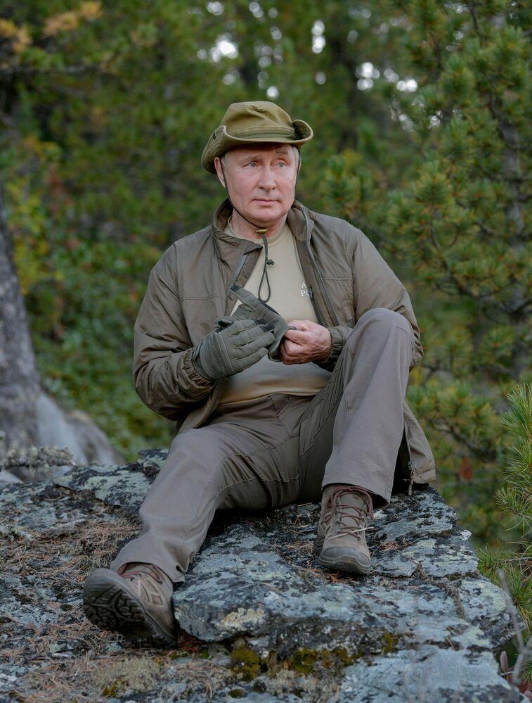إجازة الرئيس الروسي فلاديمير بوتين في غابات التايغا الروسية في سيبيريا، روسيا 26 سبتمبر 2021