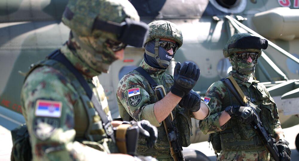 جنود الجيش الصربي خلال مشاركتهم في مناورات عسكرية مشتركة مع روسيا وبيلاروسيا