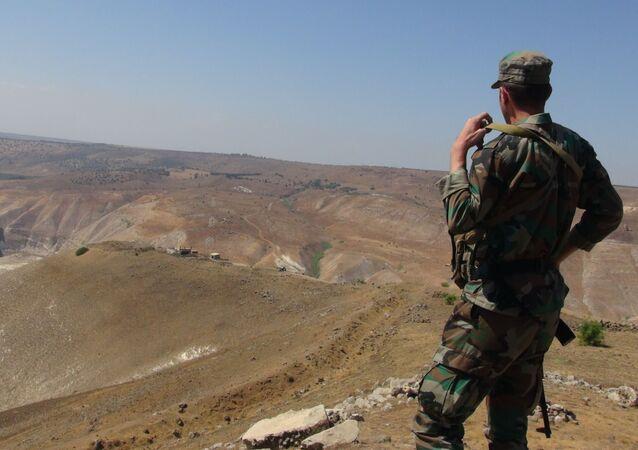 وحدات الجيش السوري تنتشر في أقصى جنوب غرب الجغرافية السورية، عند المثلث السوري الأردني مع الجولان المحتل، ريف درعا الغربي، سوريا 27 سبتمبر 2021