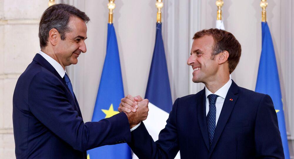 الرئيس الفرنسي إيمانويل ماكرون ورئيس الحكومة اليونانية كيرياكوس ميتسوتاكيس خلال مؤتمر صحفي مشترك في باريس، فرنسا 28 سبتمبر 2021