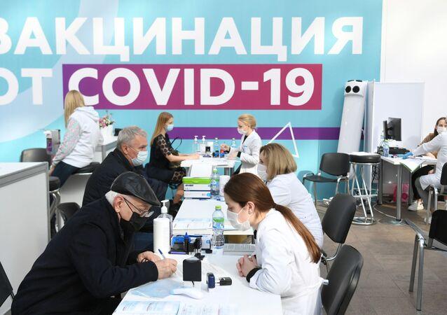 التطعيم ضد كوفيد - 19 في موسكو، روسيا  28 سبتمبر 2021