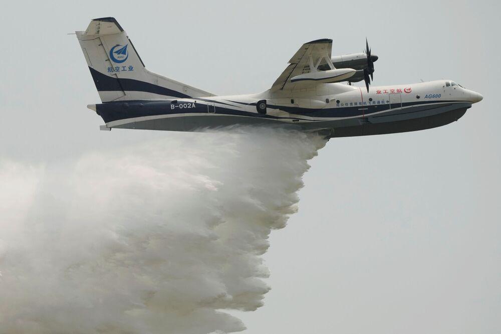 الطائرة البرمائية  أ جي 600 (AG600) التابعة لسلاح الجوي الصيني، في معرض الصين الدولي للطيران والفضاء، أو معرض الصين الجوي، في تشوهاى، مقاطعة قوانغدونغ، الصين  28 سبتمبر 2021