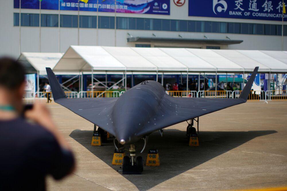 طائرة مسيرة معد للتحليق على ارتفاعات عالية و زي-8 (WZ-8) التابعة لسلاح الجوي الصيني، في معرض الصين الدولي للطيران والفضاء، أو معرض الصين الجوي، في تشوهاى، مقاطعة قوانغدونغ، الصين  28 سبتمبر 2021