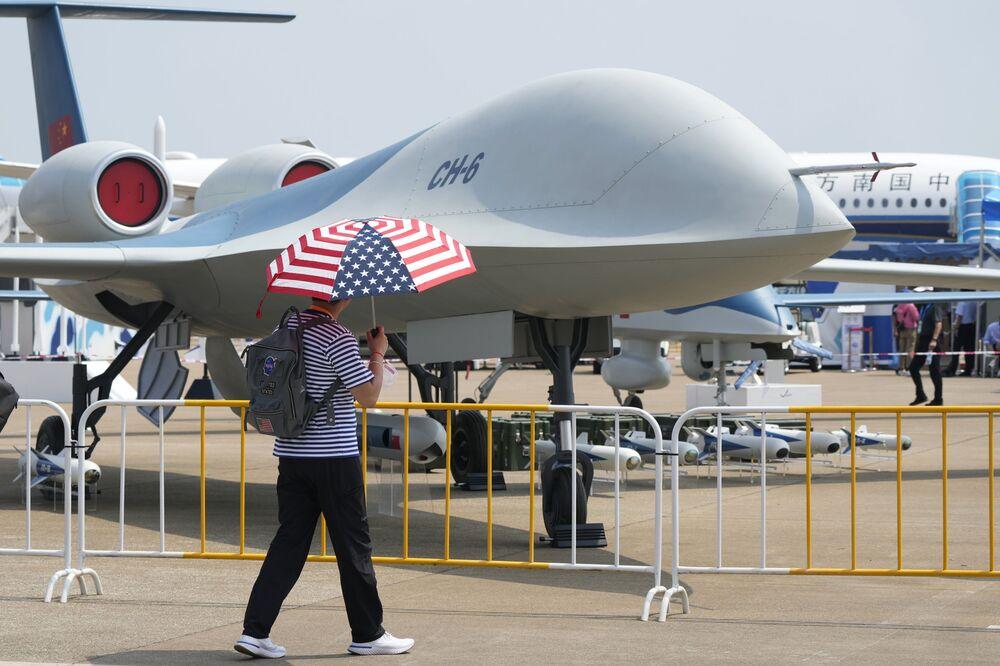 طائرة مسيرة سي إتش-6 (CH-6) التابعة لسلاح الجوي الصيني، في معرض الصين الدولي للطيران والفضاء، أو معرض الصين الجوي، في تشوهاى، مقاطعة قوانغدونغ، الصين  28 سبتمبر 2021
