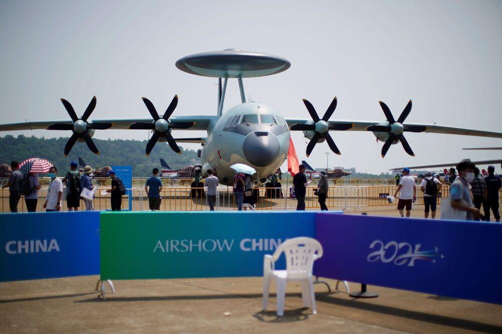 طائرة بنظام الإنذار المبكر المحمول جوا كي جي - 500 (KJ-500 ) التابعة لسلاح الجوي الصيني، في معرض الصين الدولي للطيران والفضاء، أو معرض الصين الجوي، في تشوهاى، مقاطعة قوانغدونغ، الصين  28 سبتمبر 2021