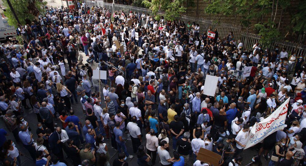 أهالي ضحايا انفجار مرفأ بيروت وعدد من مجموعات المجتمع المدني، يعتصمون أمام قصر العدل للمطالبة باستكمال التحقيق والوصول إلى العدالة، بيروت، لبنان، 29 سبتمبر 2021