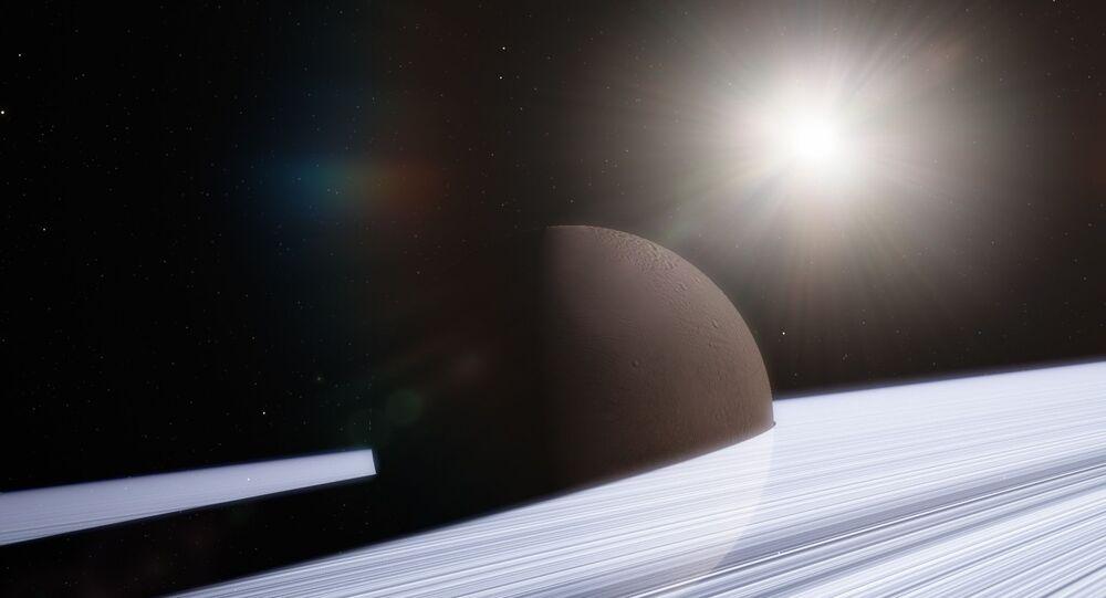 قمر إنسيلادوس التابع لكوكب زحل