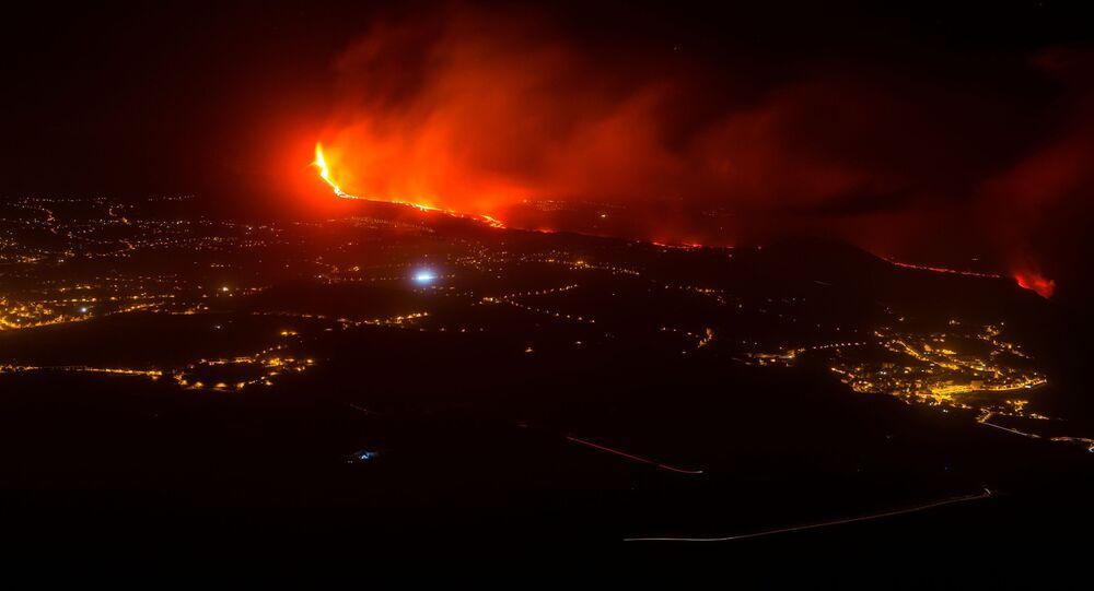 ثوران بركان كومبر فيجا بجزيرة بالما في إسبانيا، 30 سبتمبر 2021