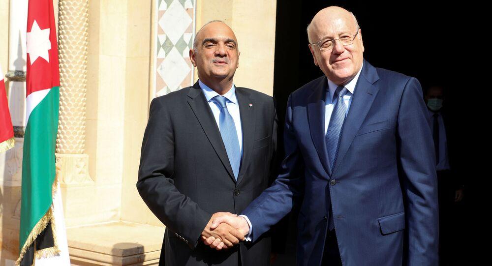 رئيس وزراء الأردن ووزير الدفاع الأردني بشر الخواصنة يلتقي مع رئيس الحكومة اللبنانية نجيب ميقاتي في بيروت، لبنان 30 سبتمبر 2021