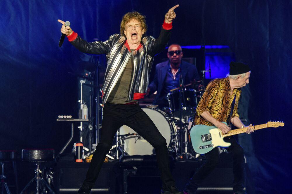 ميك جاغر (اليسار) ستيف جوردان وكيث ريتشاردز من فرقة رولينج ستونز يقدمون عرضًا خلال جولة No Filter في The Dome at America's Center، في سانت لويس، الولايات المتحدة 27 سبتمبر 2021