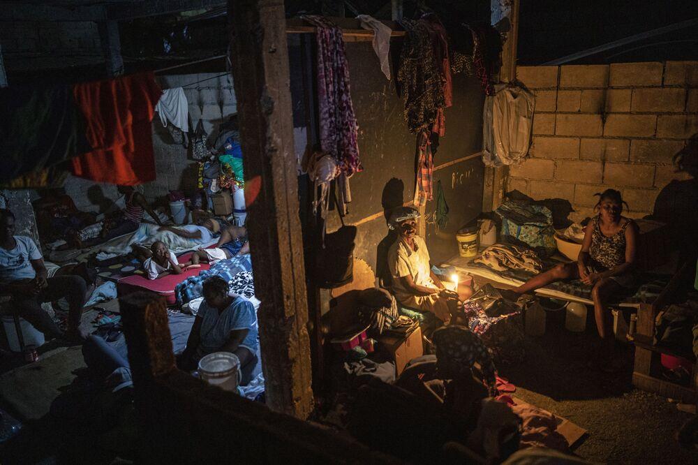 نازحون بسبب عنف العصابات، يلجأون إلى مدرسة تحولت إلى مأوى طويل الأجل، في بورت أو برنس، هايتي 16 سبتمبر 2021.