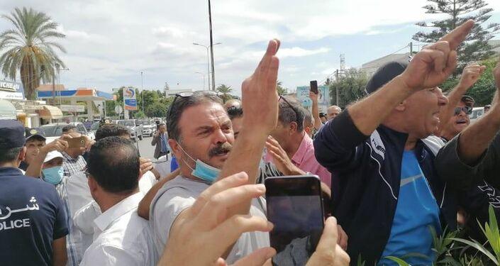 حشود أمنية ومتظاهرين أمام البرلمان التونسي