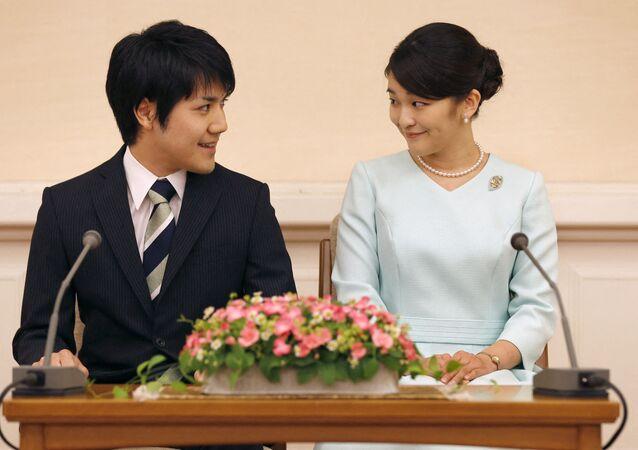 الأمير اليابانية ماكو مع خطيبها، كي كومورو