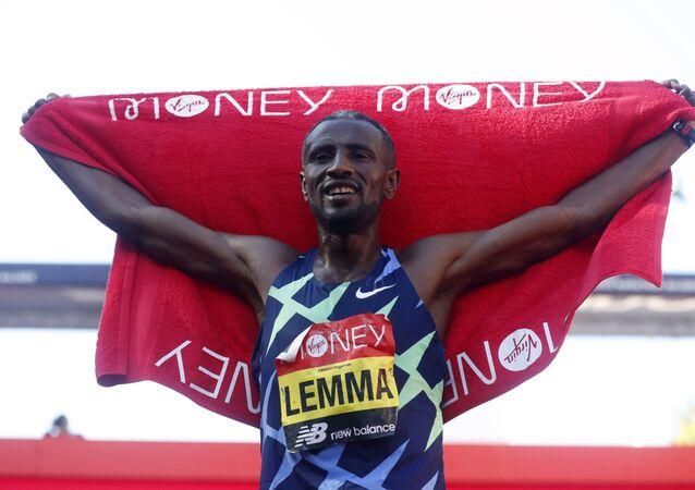 الإثيوبي سيساي ليما والكينية جويسلين جيبكوسجي يفوزان بماراثون لندن
