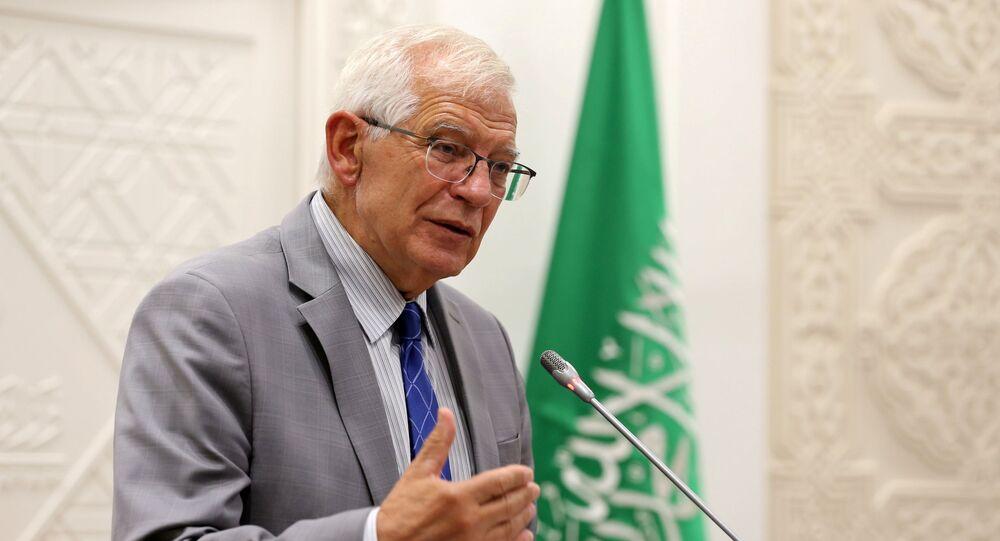 مسؤول السياسة الخارجية بالاتحاد الأوروبي جوزيب بوريل خلال مؤتمر صحافي مشترك من السعودية مع وزير الخارجية فيصل بن فرحان