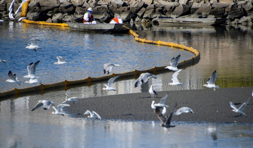 تسرب نفطي هائل ضرب سواحل مقاطعة أورانج بولاية كاليفورنيا، الولايات المتحدة الأمريكية 3 أكتوبر 2021