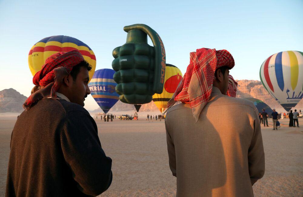 مهرجان منطاد الهواء الساخن في صحراء وادي رم، الأردن، 1 أكتوبر 2021.