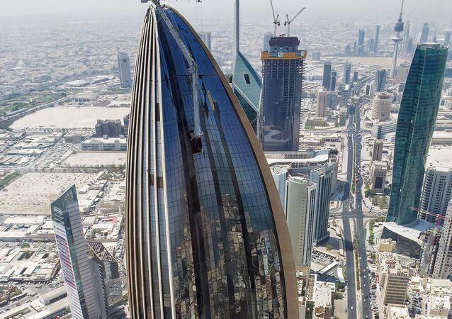 برج الحمراء، هو برج ومجمع تجاري تابع شركة الحمراء العقارية، ويبلغ ارتفاع برج الحمراء نحو 414 مترا، الكويت 31 أغسطس 2021