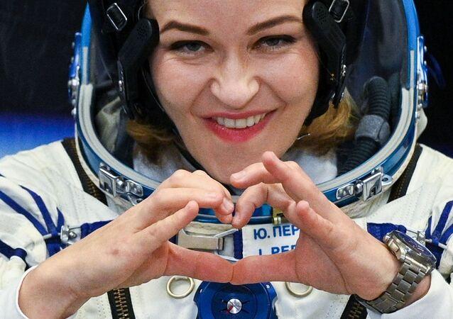 الممثلة الروسية يوليا بيريسيلد، ضمن طاقم مركبة سويوز إم إس-19 مع طاقم فيلم التحدي الروسي على متنها في بايكانور، 5 أكتوبر 2021