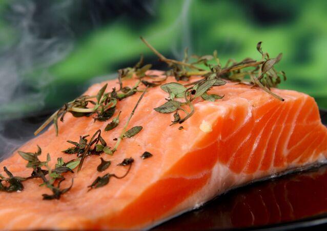 شريحة من لحم السمك الطازح
