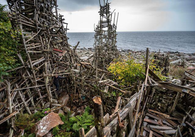 الأعمال الفنية للارش فيلكس في محمية شبه جزيرة كولابيرغ الطبيعية، السويد ، 5 أكتوبر 2021.
